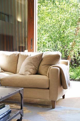 _DSC0975 Front sofa