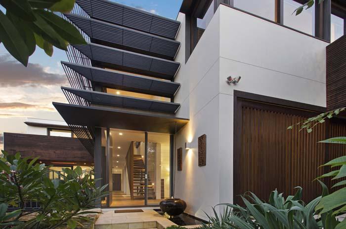 _DSC1033a House front